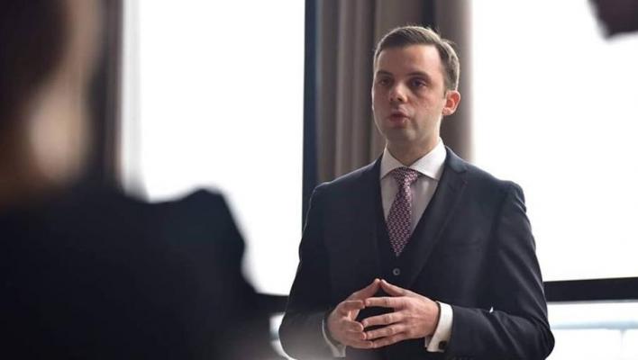 Tânărul bancher român care vrea să schimbe Europa de Est prin dezvoltarea pieţelor de capital